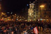 Manifestacja z Casa Batlló w tle