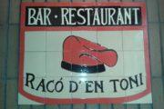El Racó d'en Toni, logo z charakterystycznym katalońskim beretem.